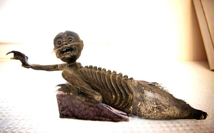 Фиджийская русалка в экспозиции музея.   Фото: urbanpostmortem.wordpress.com.
